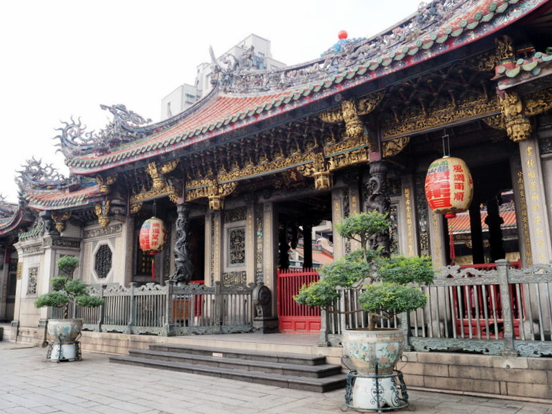 Taipei lungshan temple